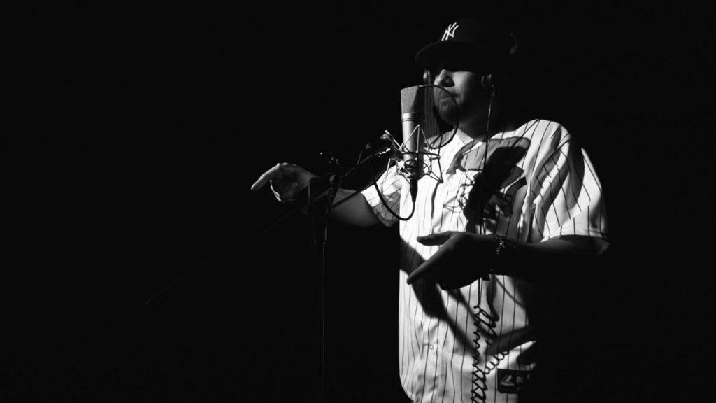 BARS: Versatile Rapper INF Keeps Switching Flows Over 64 Bars