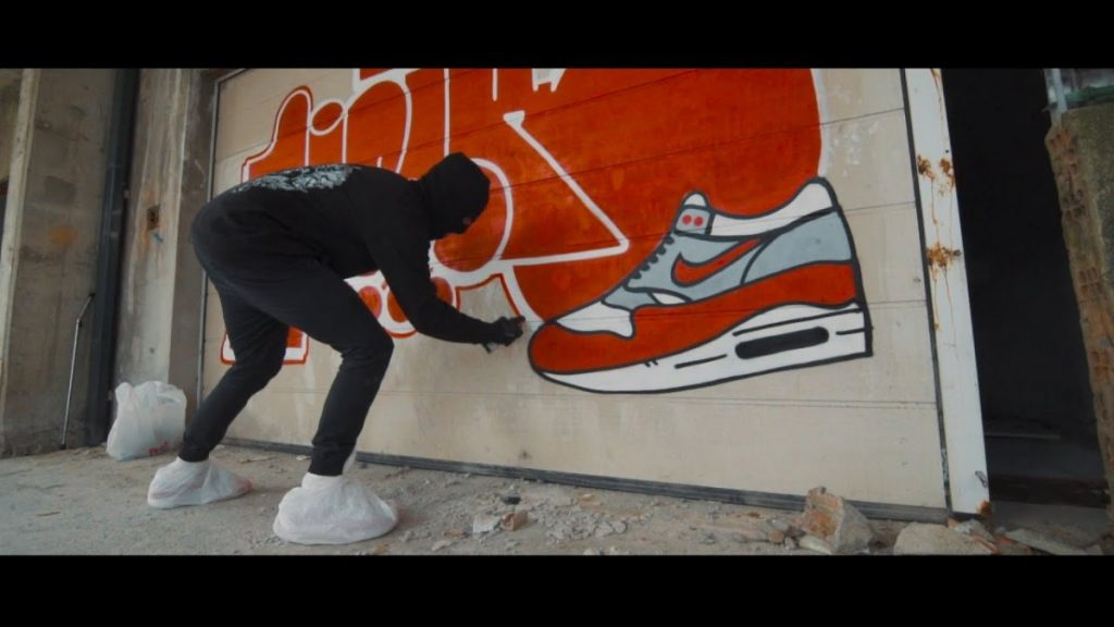 "ART: Graffiti bombing ""RAW SHOT"" #4 · WALK ❤ throw up"